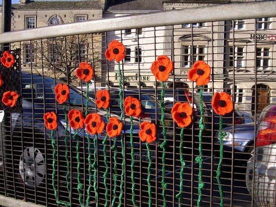 knitted poppies fence (1)